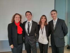 La directora del CEQUIP, Judit Coll, con el equipo del QRM Institute.
